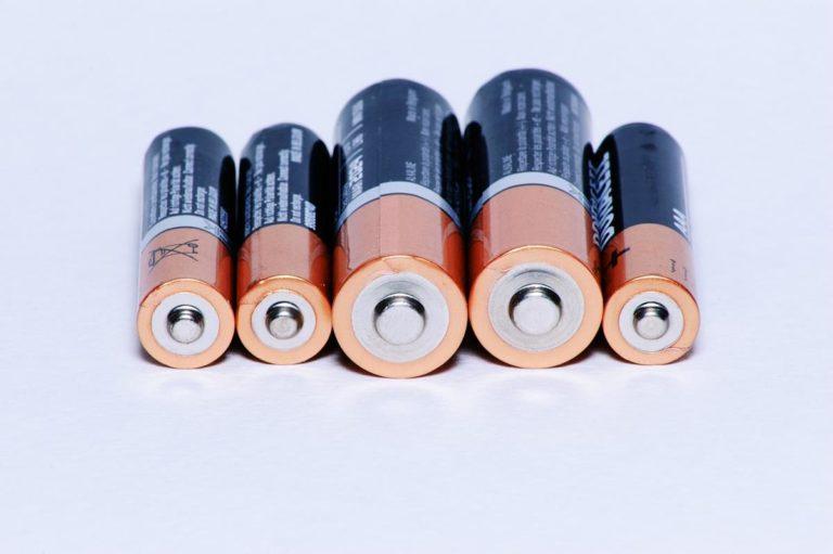 Jak zbudowany jest akumulator kwasowo-ołowiowy
