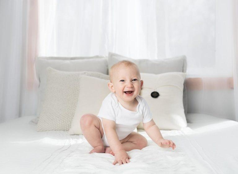 Przykryj łóżeczko dziecka stylową narzutą