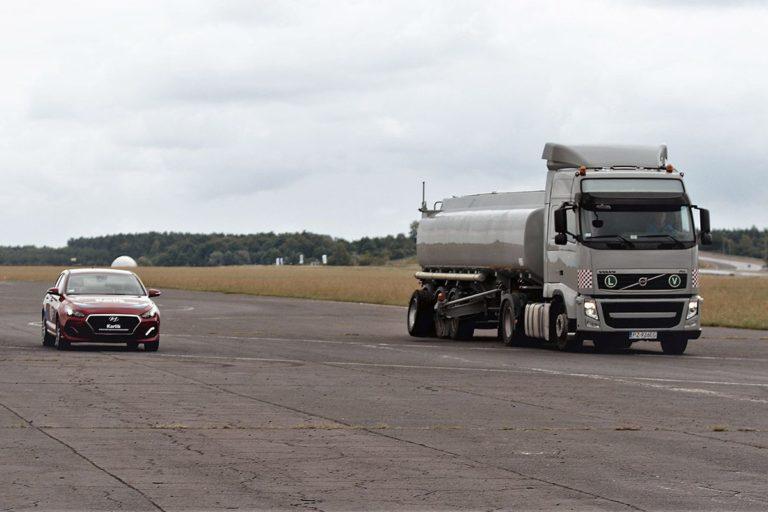 Poprawa techniki bezpiecznej jazdy kierowców firmowych