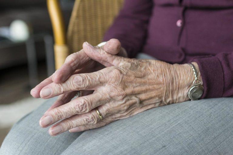 Jak zapewnić profesjonalna opiekę osobom starszym?