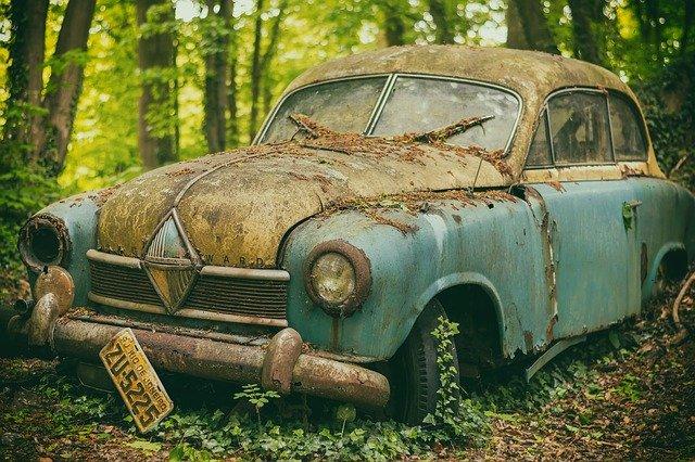 Jak przebiega złomowanie samochodu?