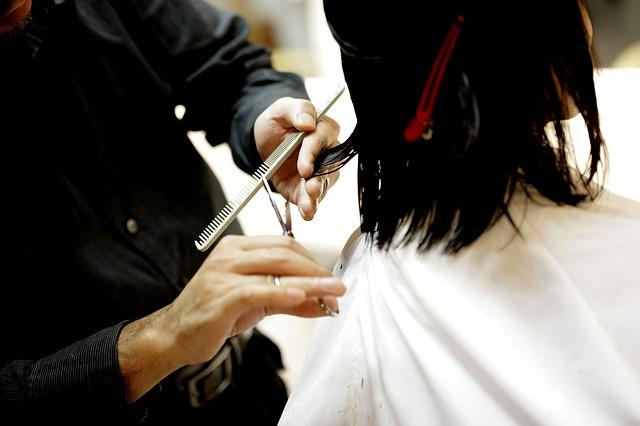 Włosy rosną długo, dlatego wybór fryzjera jest bardzo ważny